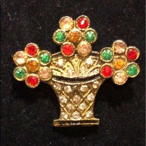 Jewelry - Vintage flower basket brooch circa 1940